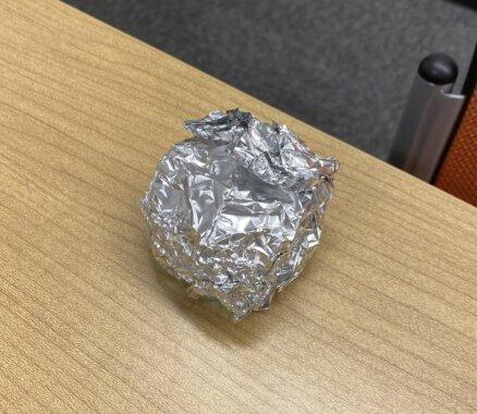 アルミホイルで、ビーコンを包んだ画像